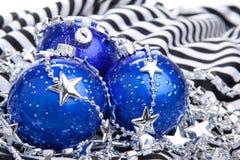 Bolas azules de los cristmas, aisladas Foto de archivo libre de regalías