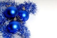 Bolas azules decorativas de la Navidad Foto de archivo libre de regalías
