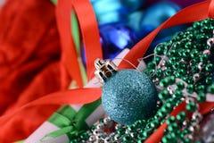 Bolas azules, tarjeta de Navidad, tarjeta del Año Nuevo Foto de archivo libre de regalías