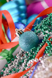 Bolas azules, tarjeta de Navidad, tarjeta del Año Nuevo Foto de archivo