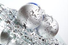 Bolas azules y de plata de la Navidad Imagen de archivo