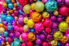 Bolas brilhantes da árvore do Natal Fotografia de Stock Royalty Free