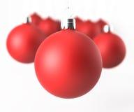 Bolas clásicas rojas de la Navidad del primer Imágenes de archivo libres de regalías