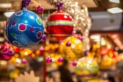 Bolas colgantes de la Navidad Imagen de archivo libre de regalías