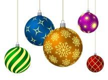 Bolas coloreadas de la Navidad con diversos modelos Imagenes de archivo