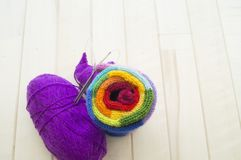 Bolas coloreadas del hilado Visión desde arriba Colores del arco iris Todos los colores Fotografía de archivo libre de regalías