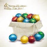 Bolas coloreadas la Navidad de la caja Imagenes de archivo