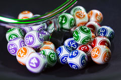 Bolas coloridas da loteria em uma máquina Fotografia de Stock