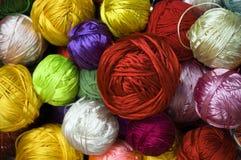 Bolas coloridas de la cuerda de rosca Foto de archivo libre de regalías