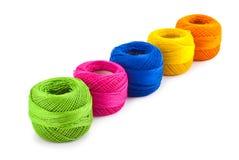 Bolas coloridas de la cuerda de rosca imagen de archivo