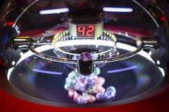 Bolas coloridas de la lotería en una máquina 42 de la loteria Imagenes de archivo