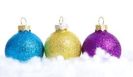 Bolas coloridas de la Navidad del brillo Imagen de archivo libre de regalías