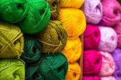 Bolas coloridas del hilado de lanas Foto de archivo libre de regalías