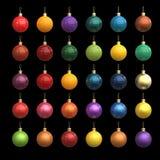Bolas coloridas do ano novo do Natal feitas fora dos materiais diferentes isolados no preto Ouro, plástico, metal, pintura do car Foto de Stock Royalty Free