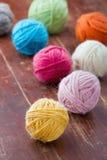 Bolas coloridas do fio de lã Foto de Stock