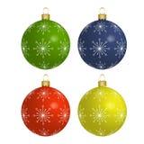 Bolas coloridas do Natal isoladas no fundo branco Fotos de Stock