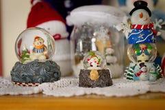 Bolas con el muñeco de nieve - decoraciones de la nieve de la Navidad Imagenes de archivo