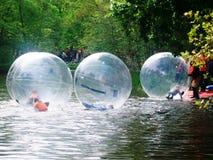 Bolas da água do rolo, divertimento para crianças durante o dia do ` s do rei, anteriormente dia do ` s da rainha, Amsterdão, Hol Imagem de Stock Royalty Free