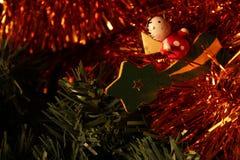 Bolas da árvore de Natal, festões e outros elementos decorativos imagem de stock royalty free