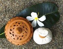 Bolas da compressa da massagem dos termas, bola erval com flor, Tailândia Fotos de Stock Royalty Free