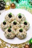Bolas da galinha com o queijo e a salsa de Philadelphfia, decorados como bolas do Natal Alimento do Natal Imagens de Stock Royalty Free