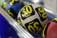 Bolas da loteria durante a extração Fotografia de Stock Royalty Free
