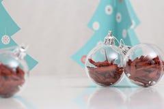 Bolas das decorações do Natal e árvore de Natal Fotos de Stock Royalty Free