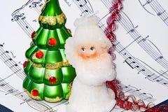 Bolas das notas e do Natal O Natal soa a motor imagem de stock royalty free