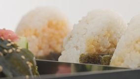 Bolas de arroz de Onigiri video estoque