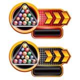 Bolas de billar en anuncio checkered rojo y negro de la flecha Imagenes de archivo