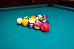 Bolas de billar en la mesa de billar Fotografía de archivo libre de regalías