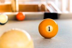 Bolas de billar en la tabla de billar Fotografía de archivo
