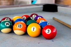 Bolas de billar en la tabla de billar Foto de archivo