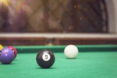 Bolas de billar en una mesa de billar Fotografía de archivo