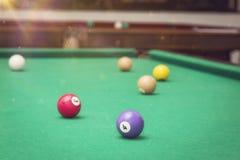 Bolas de billar, en una mesa de billar Fotografía de archivo libre de regalías