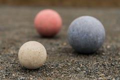 Bolas de Bocce azuis e vermelhas brancas Fotos de Stock