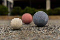 Bolas de Bocce no branco do cascalho no foco Foto de Stock Royalty Free