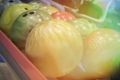 Bolas de bolos en fondo borroso Fotos de archivo libres de regalías