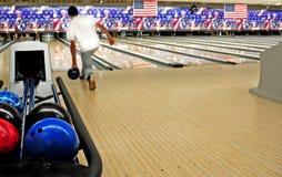 Bolas de bowling en el carril Fotografía de archivo libre de regalías