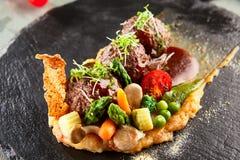 Bolas de carne del cordero con los purés de patata Imagen de archivo
