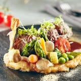 Bolas de carne del cordero con los purés de patata Fotos de archivo