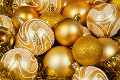 Bolas de Christmass del oro Foto de archivo libre de regalías