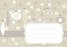 Bolas de cristal beige y tarjeta horizontal de los copos de nieve del cordón con el marco Imagenes de archivo