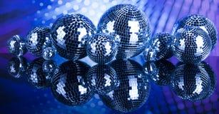 Bolas de discoteca, ondas acústicas y fondo de la música Fotos de archivo