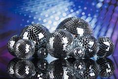 Bolas de discoteca, ondas acústicas y fondo de la música Fotografía de archivo libre de regalías