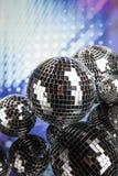 Bolas de discoteca, ondas acústicas y fondo de la música Imágenes de archivo libres de regalías