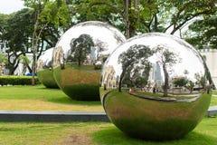 Bolas de espejo en lugar de la emperatriz delante del museo asiático de las civilizaciones Imagen de archivo libre de regalías