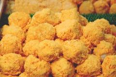 Bolas de Fried Mac e do queijo perto acima fotografia de stock royalty free