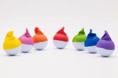 Bolas de golfe brancas com os tampões engraçados no fundo branco Imagens de Stock Royalty Free