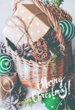 Bolas de la cesta del regalo de la Feliz Navidad del vintage Foto de archivo